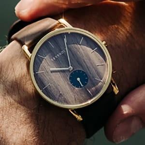 Orologi di legno e non solo: la moda degli accessori in legno