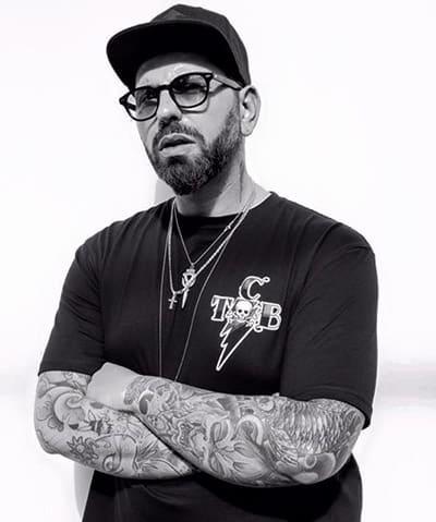 Il grande tatuatore napoletano Enzo Brandi